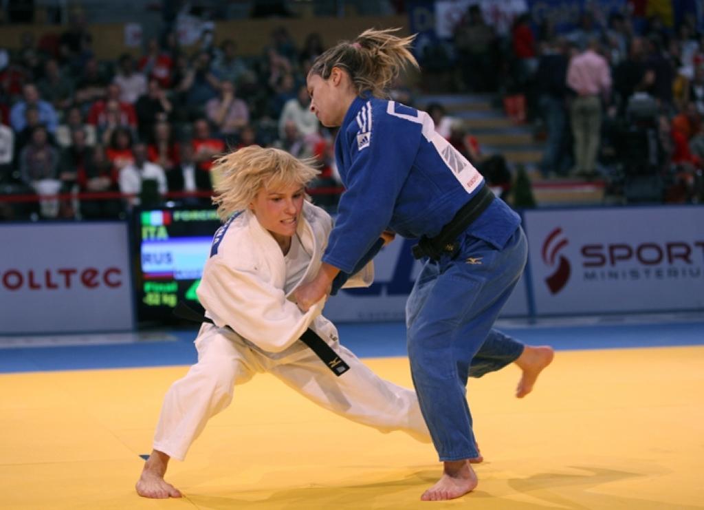 Natalia Kuzyutina prolongs European title