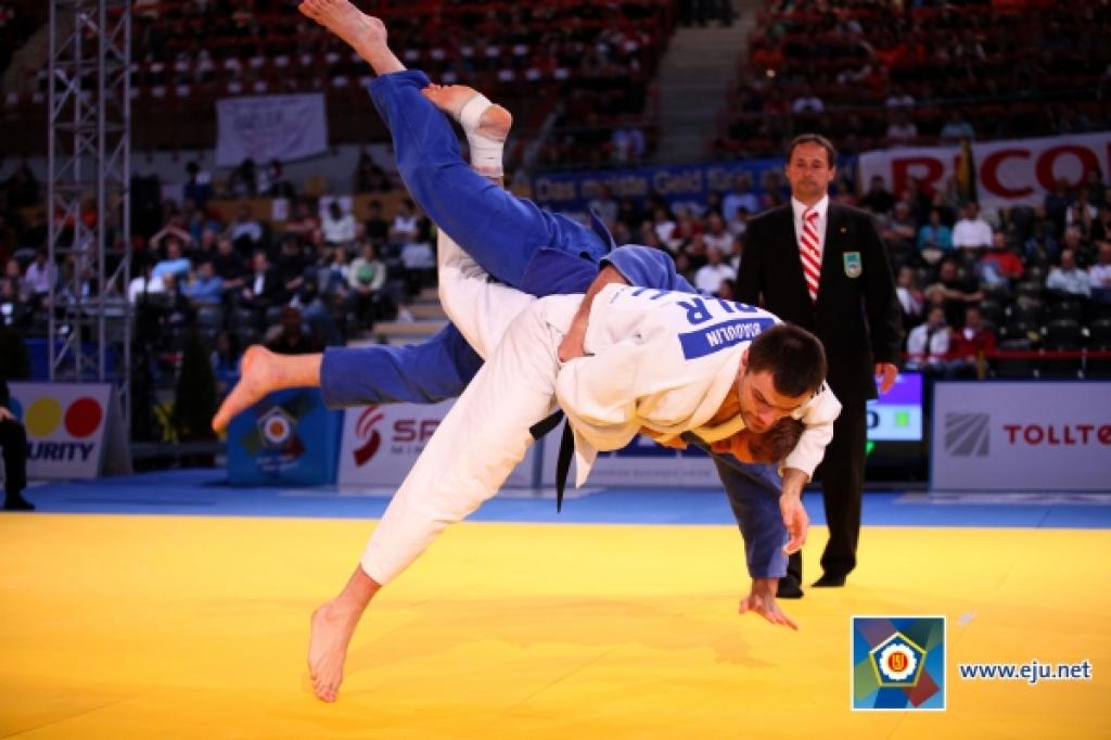 Japans collects two gold medals in Tunis