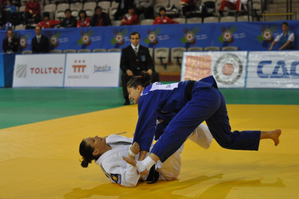 China and France impress in Prague
