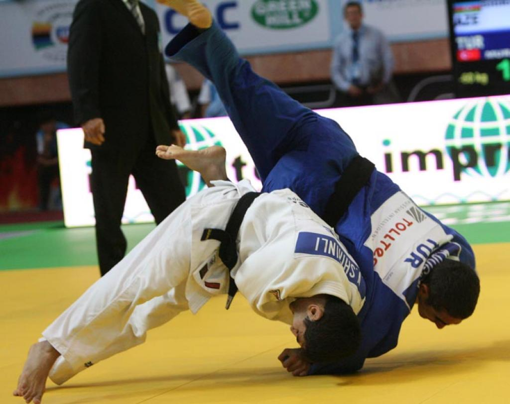 Azerbaijan takes two gold medals at first day in Baku