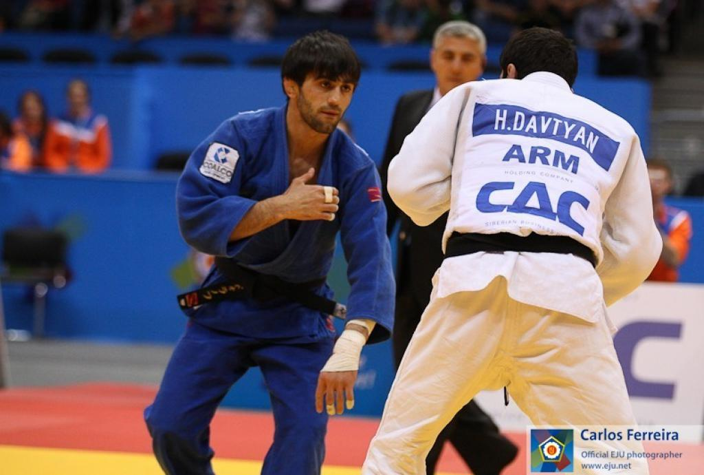 Russia celebrates gold medal for Beslan Mudranov U60kg