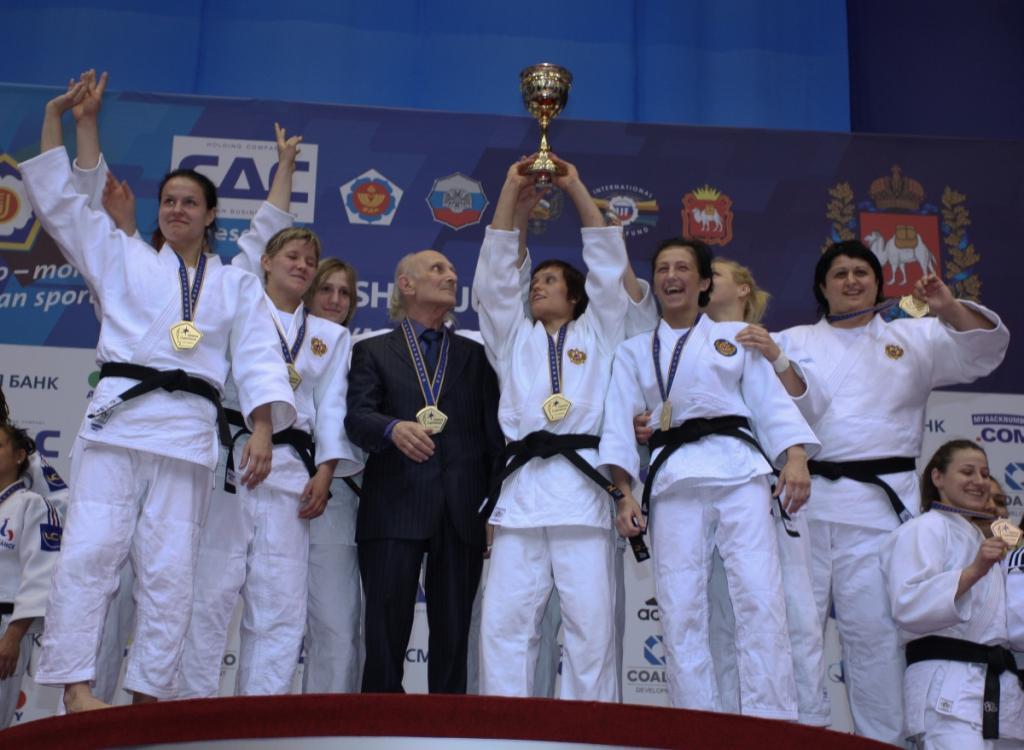 Russian women fight back to European title