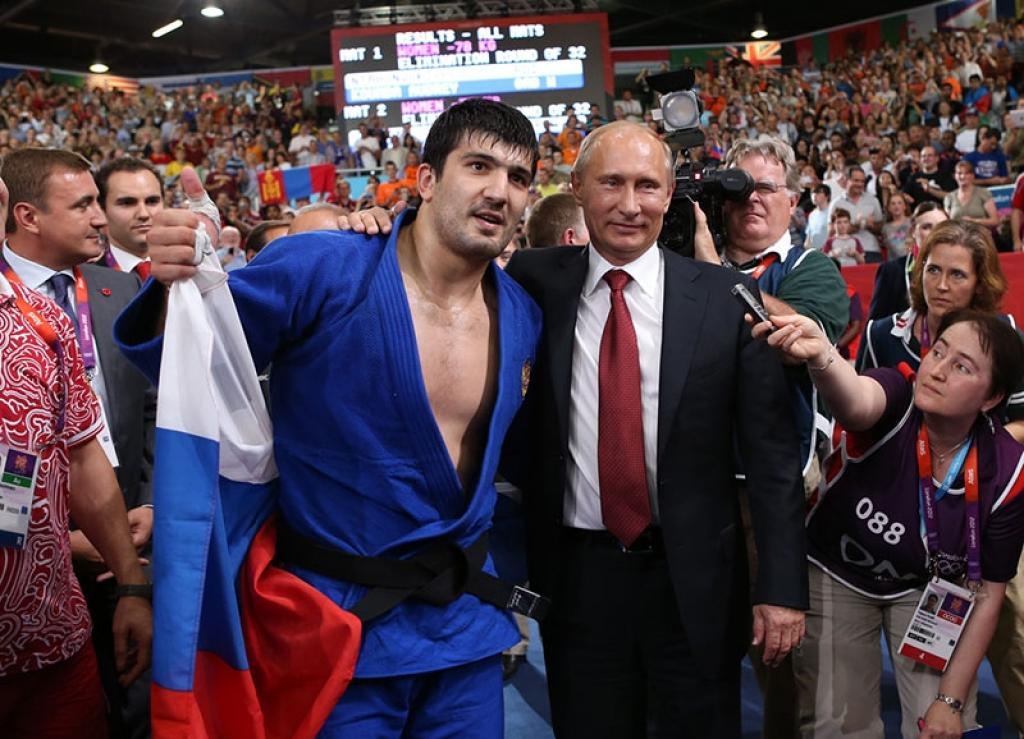 Vladimir Putin and David Cameron visit the Olympic Judo
