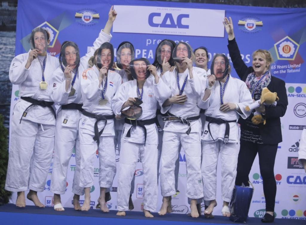 All reactions of the women's European team medallists