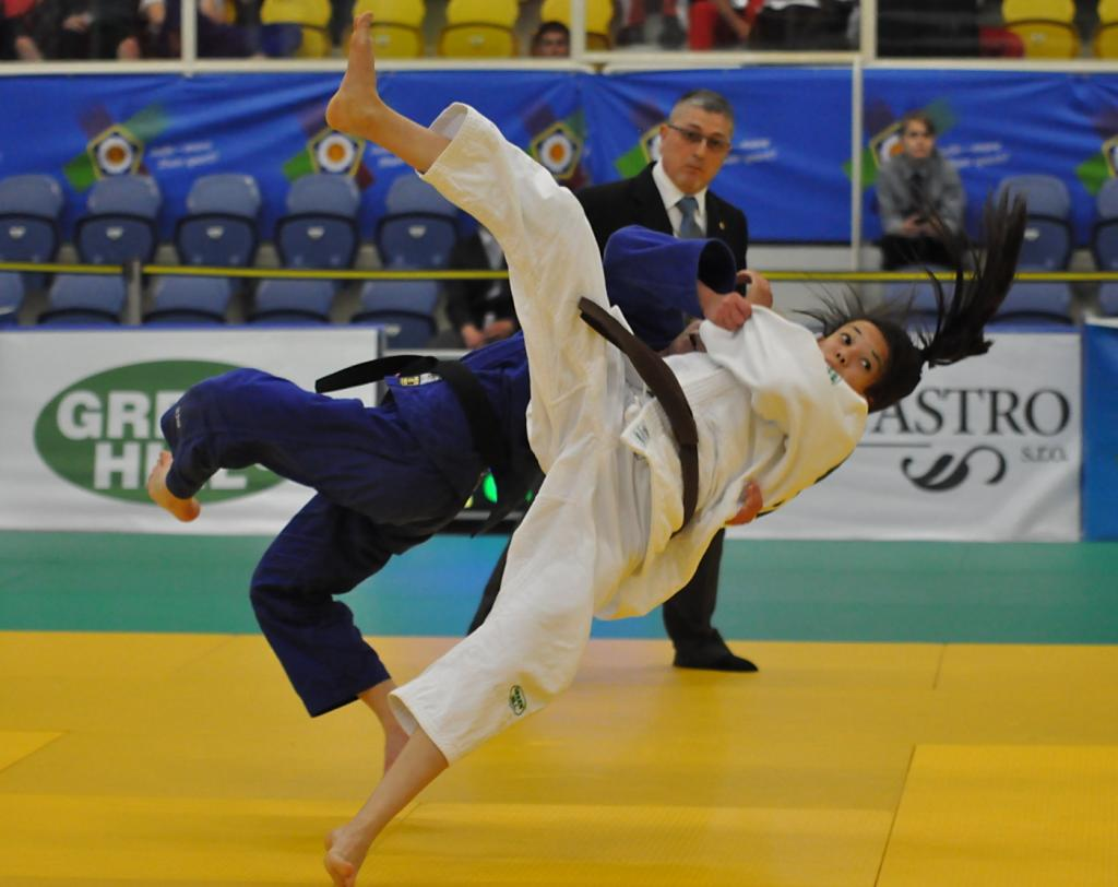 Russia dominates first day in Teplice
