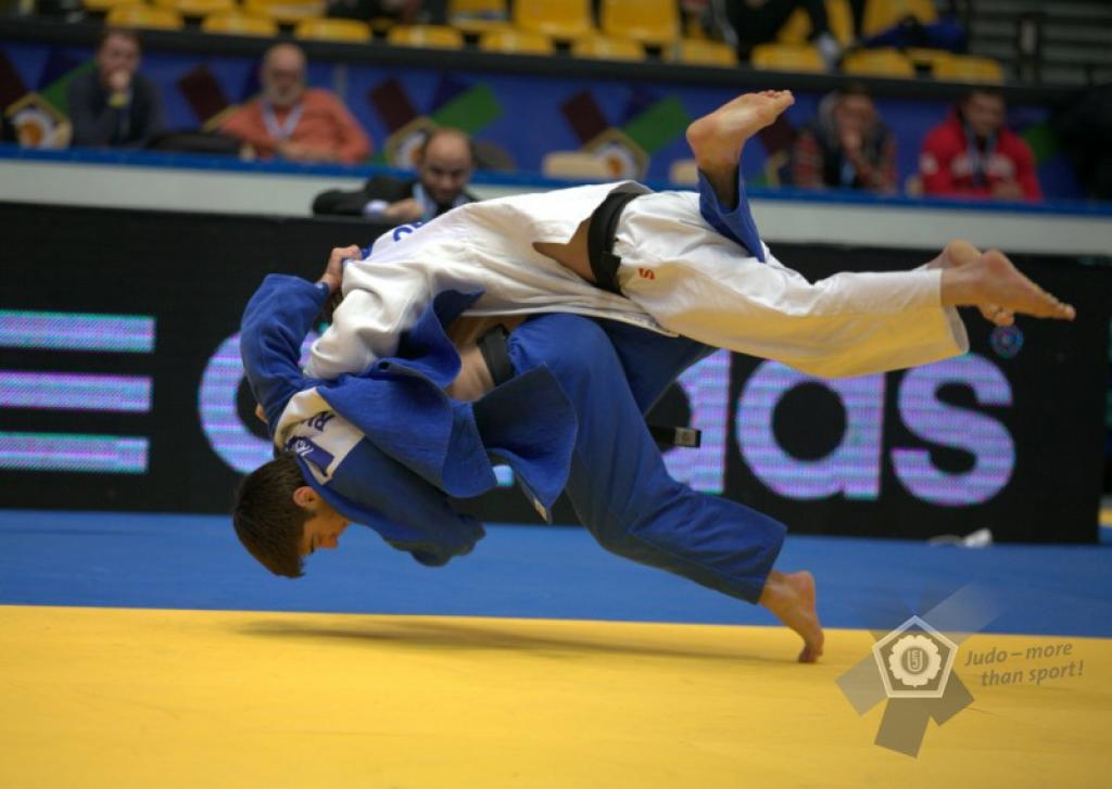 YASHUEV PUTS POLISH HOPES FOR GOLD ON HOLD