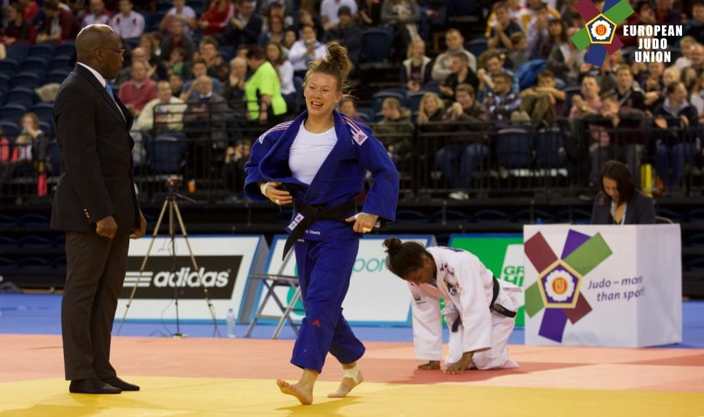 KELLY EDWARDS BREAKS BRONZE ROUTINE IN GLASGOW