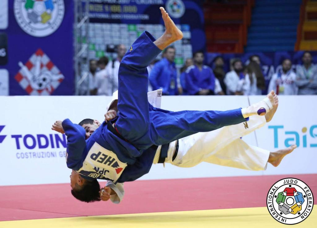PAPINASHVILI LIVES UP TO TOP BILLING TO SECURE GOLD