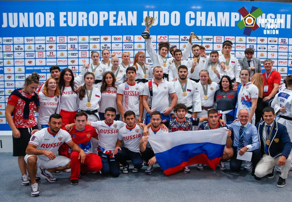 RUSSIA CRUISES TO JUNIOR EUROPEAN MIXED TEAM TITLE
