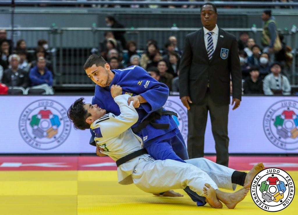 SILVER ON GRAND SLAM DEBUT FOR NEWCOMER ABULADZE