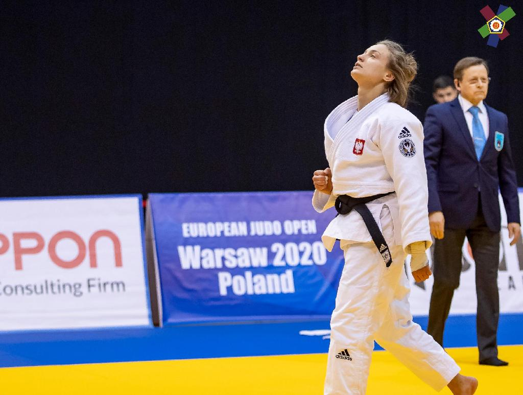 PIENKOWSKA PROVES GOLDEN IN FRONT OF HOME CROWD